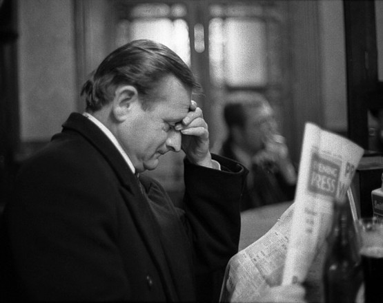 Zeitungsleser_Dublin_01_01_1975